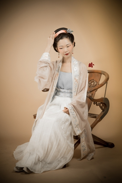 This is Song dynasty style. Similar elements were used for Ming dynasty as well.