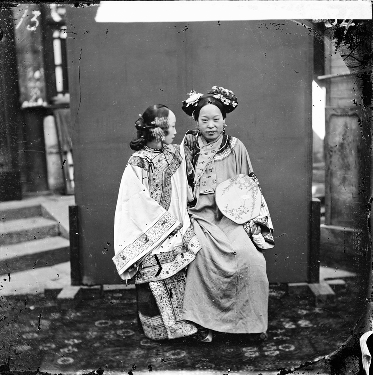L0055927 Manchu bride in her wedding cloths